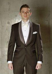 $enCountryForm.capitalKeyWord NZ - Popular Groomsmen Shawl Lapel Groom Tuxedos Chocolate Men Suits Wedding Prom Dinner Best Man Blazer ( Jacket+Pants+Tie ) A834