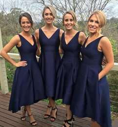 Discount simple high low black prom dress Cheap Navy Blue Bridesmaid Dresses Satin High Low V-Neck Simple Maid Of Honor Party Formal Prom Dress