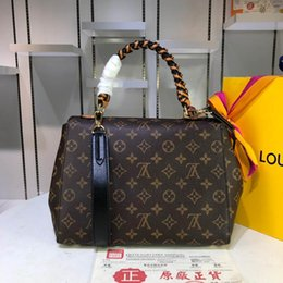 Doctor Hand Bags Australia - new Classic fashion designer bag are compact Deluxe bag easy to carry, hand bags with good leather quality number: 54 M3982