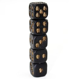 game statue Australia - New 5pcs Set 18mm Resin Skull Dice Statue Halloween Board Game Dice Office Desk Decor Toy Halloween Party Decoration