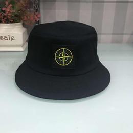 Ingrosso New Fashion Designer in pelle lettera secchio cappello per uomo donna cappucci pieghevoli nero pescatore spiaggia visiera parasole in vendita pieghevole berretto da baseball uomo