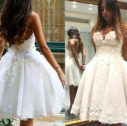 $enCountryForm.capitalKeyWord NZ - Lastest Strapless A-line Short Wedding Dresses Knee length Appliques Zipper Back Tiered Skirts Bridal Wedding Gowns