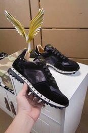 Suede glove men online shopping - 2019 Chain Reaction Luxury Designer Shoes Men Women Sneakers Runner Snow Leopard Black White Suede Leather Sneaker Valentino