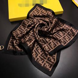 Опт 2019 женщин шарф шелковое чувство волосы шеи шарфы квадратный бренд-офис печати отель официант стюардессы