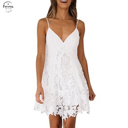 Sexy vestido de encaje blanco mujeres Spaghetti Strap Lace Mini vestido Deep V Backless Lace Up Clubwear Club Party Beach vestidos