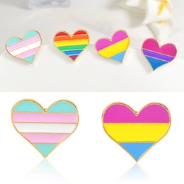 Wholesale 5 Cartoon Love Alloy Brooch Cute Colorful Rainbow Heart Pin Brooch Cowboy Hat Badge Collar Unique Women s Clothing Jewelry