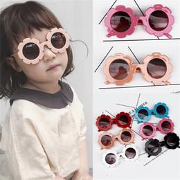 SunglaSSeS flowerS online shopping - Sun Flower Shaped Sunglasses Plastic Children Sunglass Boy Girl Eyewear Lovely Multi Colors Round Frame Vintage ls D1