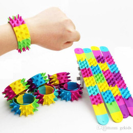 $enCountryForm.capitalKeyWord NZ - Ring Patting Wristband Toys Circle Bracelet Pat Seven Colors Mix Kids Party Decoration kids toys free shipping