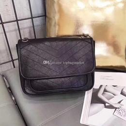 Luxury Chains NZ - 2018 famous brand designer fashion luxury ladies chain shoulder bags messenger bag women crossbody hot sale free shipping size:28x20cm