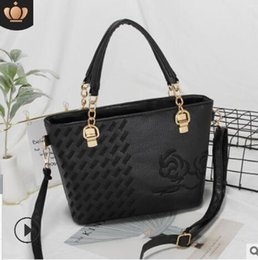 $enCountryForm.capitalKeyWord Australia - Ladies 2019 new single shoulder bag fashion embroidery women's foreign trade crossbody bag large capacity chain 01