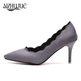 Ingrosso Designer Dress Shoes OL Office Lady Ruffles Suede Tacchi alti Donna Abito a punta Scarpe da donna Basic zapatos mujer