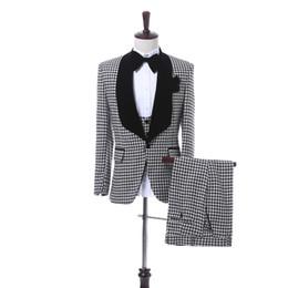 $enCountryForm.capitalKeyWord Australia - Custom-made One Button Groomsmen Shawl Lapel Groom Tuxedos Men Suits Wedding Prom Dinner Best Man Blazer(Jacket+Pants+Tie+Vest) A119