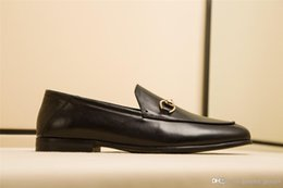 $enCountryForm.capitalKeyWord Australia - New Luxury designer shoes Horsebit leather loafer 526297 D3V00 1000 Men's casual business shoes Top quality