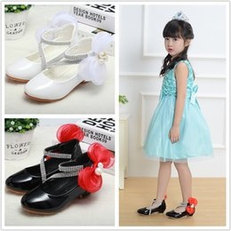 $enCountryForm.capitalKeyWord UK - Children Closed Toe Leatherette Low Heel Shoesl Flower Girl Shoes With Bowknot Pearl bling sparkly Kids shoes 708-5