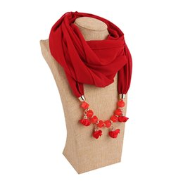 China Fabric Flowers Pendant Scarves Classic Natioanl Ethnic Muslim Scarf 2019 Spring and Autumn Fashion Women Plain Chiffon Wrap Wholesale suppliers