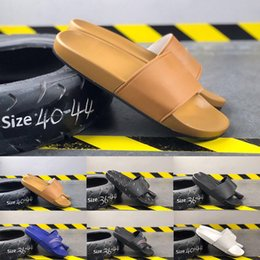 Mens white leather sandals online shopping - 2019 Summer Paris Designer Flip Flop Women Slippers Bronze White Black Slide Luxury Sandals Beach Outdoor Mens Casual Shoes Size