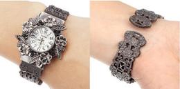 Luxo de alta qualidade retro cobre senhoras pulseira pulseira relógio em relevo flores relógio de quartzo em Promoção