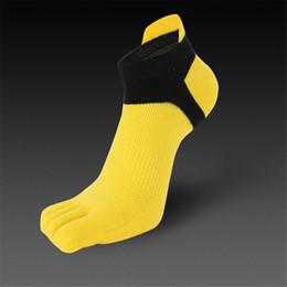 ae9984ad6 1 Pair Five Toe Socks Men Constract Color Health Care Autumn Winter Warm  Sock Pure Cotton Deodorant Men Fingers Socks