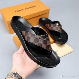 Großhandel Italien Luxus Slide Sommer Breite Flache Slippery Mit Starken Sandalen Slipper Männer Frauen Sandalen Designer Schuhe Flip Flops Slipper im Angebot