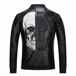 Venta al por mayor de 2019 de alta calidad prendas de vestir exteriores de los hombres chaquetas de cuero cráneo con dibujos primavera invierno Biker motocicleta Faux Leather PU Coat para hombre