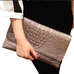 Discount large handbags compartments - Women Handbag 2019 New European and American Large Capacity Crocodile Wrapped Handbag Hundred Banquet Envelope Bag Shoul