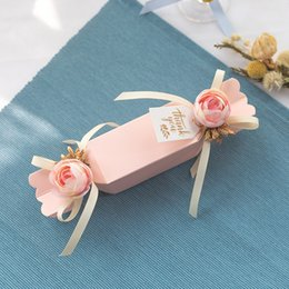 Bags for packaging sweets online shopping - Sweet Love Paper Candy Box Weddding Favors Gift Box Packaging Candy Bags With Artificial Flower Paper Bag For Gifts Party Favor