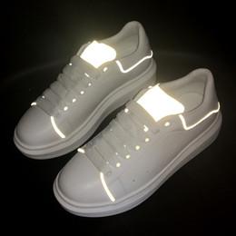 ad591fe28f28 2019 scarpe da donna riflettenti aumento di altezza da donna da uomo scarpe  piattaforma in pelle bianca scarpe da sposa casual piatto partito scarpe da  ...