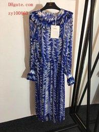 Vente en gros Marque femme été robes femmes combinaisons barboteuses nouvelle soie plissée en trois dimensions sangle imprimée robe longue robe robes femmes vêtements