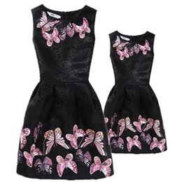 $enCountryForm.capitalKeyWord NZ - New Mom Daughter Clothes Family Look Mother Daughter Dresses Family Matching Clothing For Summer Sleeveless Printed Family Dress Y19051103