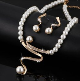 $enCountryForm.capitalKeyWord Australia - 17KM Vintage Simulated Pearl Jewelry Sets For Women Wedding Bridal Crystal Necklace Earrings Gold Color Bracelet African Set