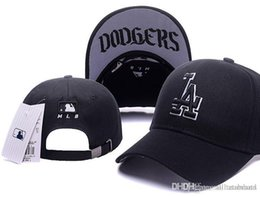 Venta al por mayor de Luxury Brand Designer hats 2018 top Rebajas LA Baseball Fitted Hats Mens, Sport Hip Hop Fitted Gorras Womens, Moda Algodón Casual sombreros negro azul