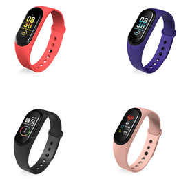 ingrosso android vs iphone-2020 Pressione Donna Bambino nuova M5 intelligente Orologio Bluetooth chiamata Smartwatch Uomini Bracciale Cuore Rate Monitor sangue per iPhone Android VS M3 M4