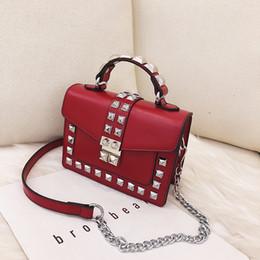 $enCountryForm.capitalKeyWord Australia - Daunavia Shoulder Bag Messenger Bag Women Fashion Rivet Ladies Pu Leather Flap Bag Female Handbag Red Chain Cross Body Bags Y19061301