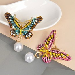 brooches needles Australia - Crystal Pearl Butterfly Brooches For Women Accessories Ladies Collar Jewelry Needle Pin Badge Boutonniere Rhinestone Brooch Pins
