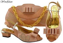 Peach open toe lower - Chaussures de mariage pour femmes avec sacs assortis - Chaussures habillées de tenue de mariée - Ensemble souple de sac à main! WENZHAN B93-1
