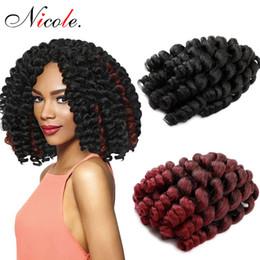 Großhandel Nicole Haar 8 Zoll 20 Stränge Jumpy Zauberstab Locke Jamaican Bounce Synthetische Flechten Haarverlängerung Häkeln Braid Kanekalon Haar Für Frau