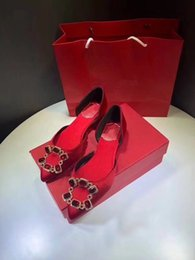 Venta al por mayor de 2019 Diseñador de moda de lujo zapatos de mujer zapatos de tacón alto con fondo rojo Nude negro rojo Pies en punta de cuero Zapatos de vestir by18121801