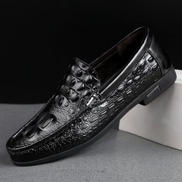 Wholesale 2019 Loafers Leather Shoes Men Casual Summer Fashion Men Shoes Formal Driving Patty Size Black White