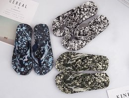 Wholesale 14 SIZE Cool slippers Anti skid sandals Sand slippers Women camouflage men s Couples Massage herringbone sandals
