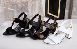 $enCountryForm.capitalKeyWord NZ - 19 years of new sandals luxury design ladies thick with sandals geometric figure printing solid color ladies sandals party sexy fashion ladi