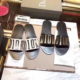 Venta al por mayor de 2019 Zapatillas Sandalias de diseño Zapatillas de diseño de alta calidad Zapatillas de diseñador Huaraches Flip Flops Mocasines Para mujer con caja por shoe01