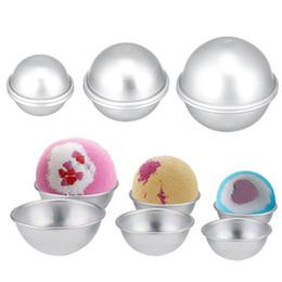 Venta al por mayor de Herramienta de regalos Vela redonda de aleación de aluminio de baño Bomba moldes DIY Pastel Tarta Pudín Sal bola hecha en casa Crafting semicírculo Esfera de molde