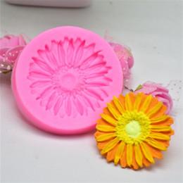 $enCountryForm.capitalKeyWord NZ - Beautiful Daisy Flower Shape Silicone Cake Mold Bakeware Mold For Cupcake Chocolate Soap 3D Fondant Cake Decoration Tools