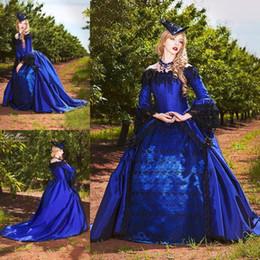 Venta al por mayor de Vestidos de boda victorianos de estilo gótico vintage Nuevo vestido de bola 2019 Mangas largas Encaje Apliques de borla Rebordear Vestidos de novia en azul y negro de disfraces
