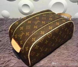 Nuevos Mujeres y hombres que viajan bolsa de aseo diseño de moda mujer bolsa de lavado bolsas de cosméticos de gran capacidad bolsa de maquillaje en venta