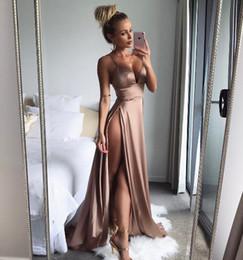 Vestido de lujo para mujer 2019 Verano Nuevo Vestido de escote en V Sexy Moda Dividir Vestido de liga Vestido de estilo de pasarela de color sólido en venta