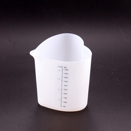 cups shape cake NZ - Thickness 500ML Measuring Cups Silicone Heart Shape Large Capacity Measure Cup Kitchen Cake Baking Liquid Tools