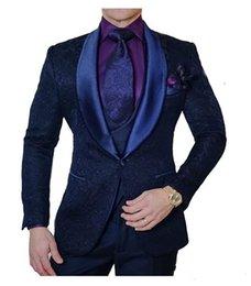 Yeni Made Lacivert Baskılı Erkekler Düğün Resmi Blazers Damat Smokin Slim Fit Groomsmen Gelin Giymek Çiçek Damat Suit 3 Parça 584 indirimde