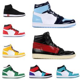 sports shoes bd1be 07f79 air jordan retro 1 Bon marché 1 1s chaussures de basket-ball pour hommes  Gold Top 3 Jeux Royal Blue Court Pourpre Pin Green Bred Banned Black Toe  Baskets de ...