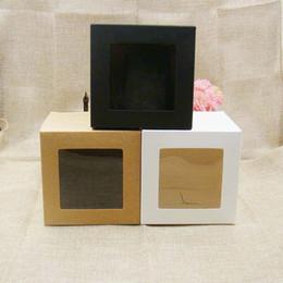 Vente en gros 10 * 10 * 10m 3color blanc / noir / kraft boîte de papier stock avec fenêtre pvc claire .favors affichage / giftscrafts papier fenêtre boîte d'emballage